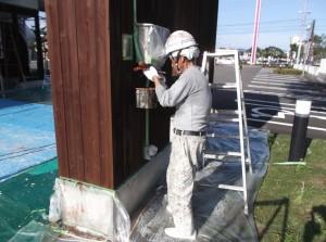 岐阜市 耳鼻科&調剤薬局 外壁塗装 木部塗装 塗替えです。
