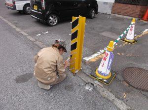 岐阜市アパ-ト駐車場の柱塗装