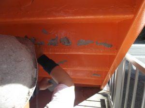アパ-トの階段の裏側の塗装