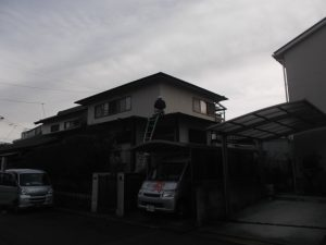 屋根のカバー(重張り)工法です。