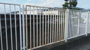 工場のフェンス塗装