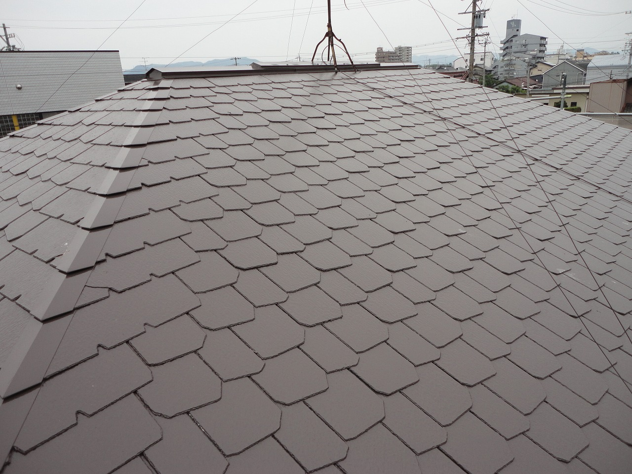 他社の相見積りよりも金額は高かったようですが、提案内容に御納得頂き、今回施工させていただくことが出来ました。 屋根は塗装後、艶がありとてもきれいな色に仕上がりました。 また、全体の色のコーディネートにもまとまりがあり、素敵な外観になりました!
