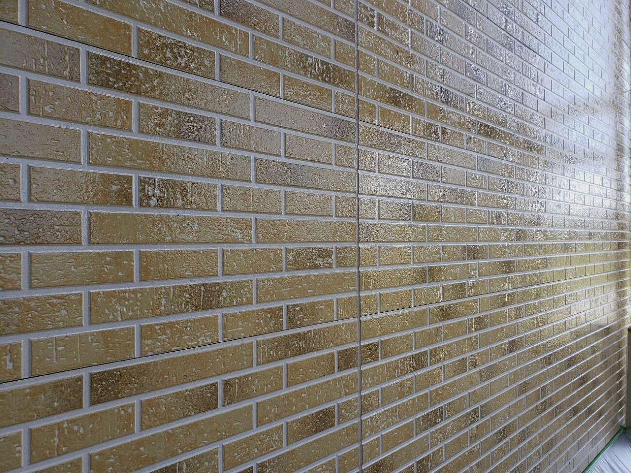 塗替えセミナーにご参加いただき、今回施工させていただくことが出来ました! 塗装をすることによって艶が出て、外壁の色が生きるようになったと思います。 また、今回使用した塗料は、紫外線吸収剤によって色褪せを最小限に抑える効果があるため、艶を長期間保つことが期待できます!