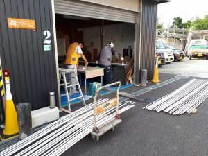 倉庫にて塗装中